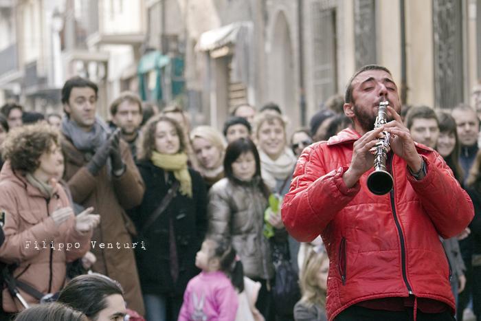 Il Re oggi gira. Voi no? (Via Giorgio Regnoli, Forlì) Associazione Casa del Cuculo - Foto 17