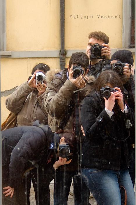 Il Re oggi gira. Voi no? (Via Giorgio Regnoli, Forlì) Associazione Casa del Cuculo - Foto 30