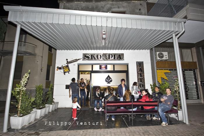 Fabrizio Corona allo Skorpia Tattoo Studio di Cesena (foto 2)