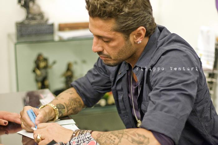Fabrizio Corona allo Skorpia Tattoo Studio di Cesena (foto 7)
