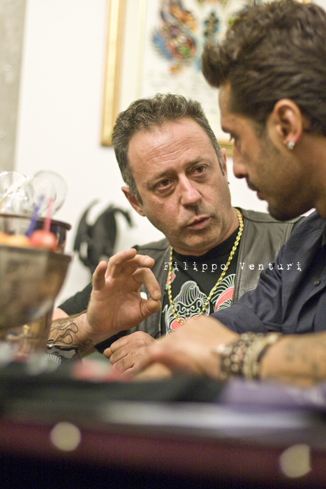 Fabrizio Corona allo Skorpia Tattoo Studio di Cesena (foto 8)