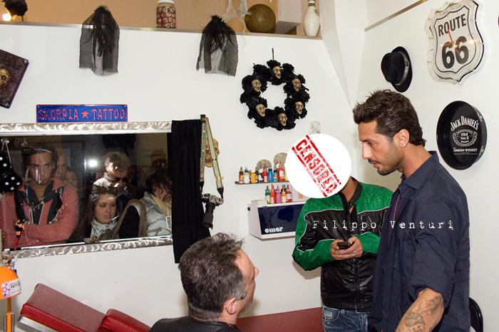 Fabrizio Corona allo Skorpia Tattoo Studio di Cesena (foto 10)