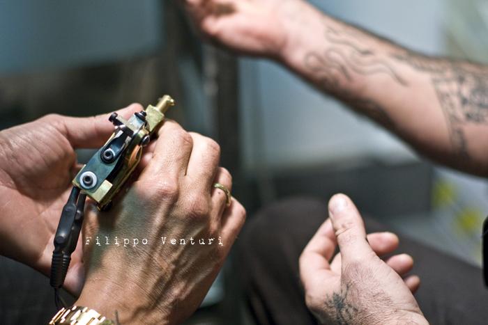 Fabrizio Corona allo Skorpia Tattoo Studio di Cesena (foto 14)