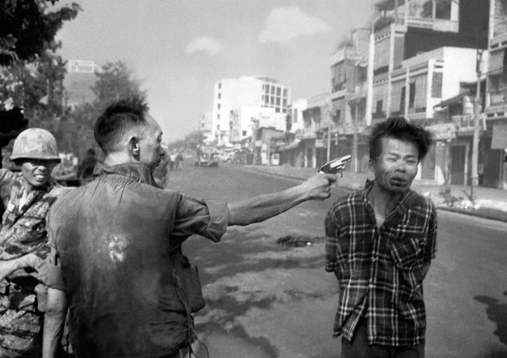 Eddie Adams, 1968. Nguyen Ngoc Loan executeert een Vietcong-soldaat