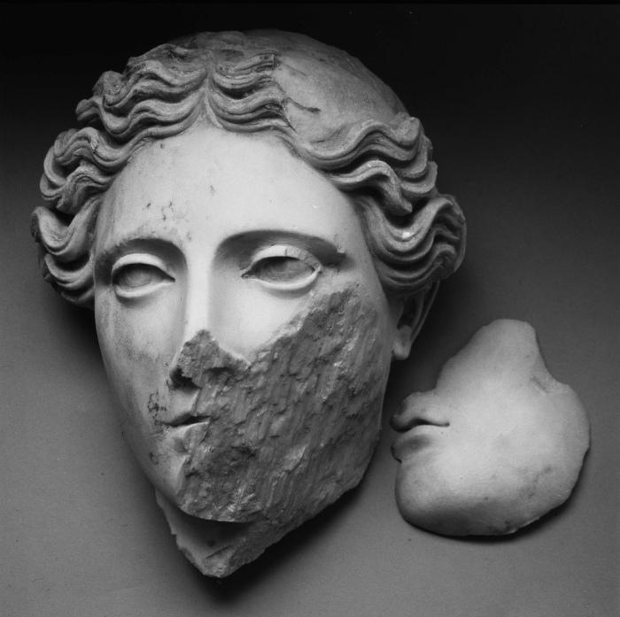 Mimmo Jodice - Figure del mare - Demetra da Ercolano