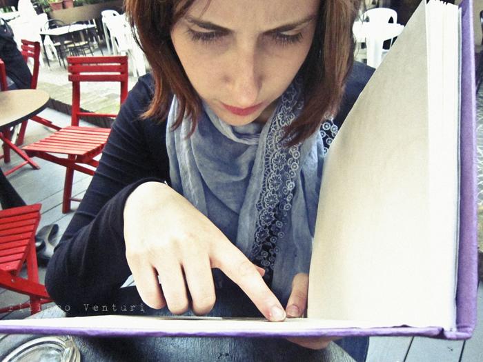 Foto 8 -  Laura e il quaderno della bottega Equo Solidale