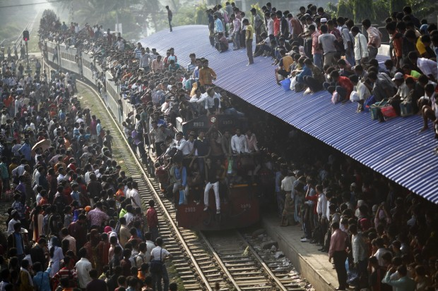 Daily Life: 3rd prize singles. Andrew Biraj, Bangladesh, Reuters. Overcrowded train approaches station, Dhaka, Bangladesh