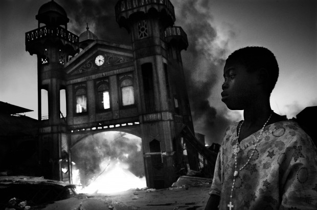 General News: 1st prize singles. Riccardo Venturi, Italy, Contrasto. Old Iron Market burns, Port-au-Prince, Haiti, 18 January