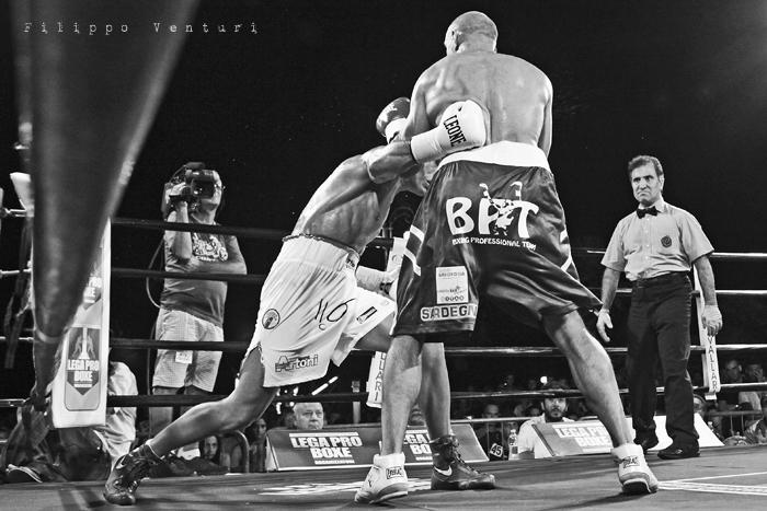 Boxe: Matteo Signani vs Lorenzo Cosseddu (foto 10)