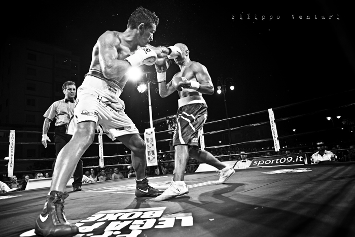 Boxe: Matteo Signani vs Lorenzo Cosseddu (foto 12)