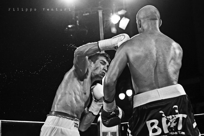 Boxe: Matteo Signani vs Lorenzo Cosseddu (foto 13)