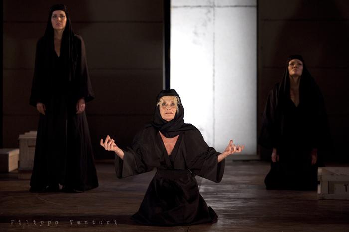 Le Troiane, con Ivana Monti ed Edoardo Siravo, foto 29