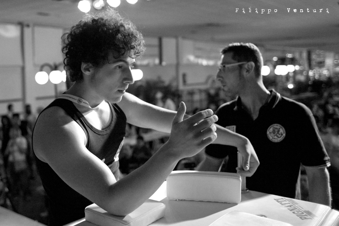 Arm Wrestling, photo 1