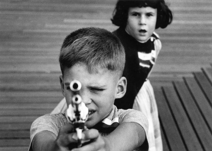 Gun 3, New York, 1954, @William Klein