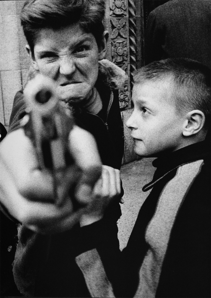 Gun 1, New York, 1954, @William Klein